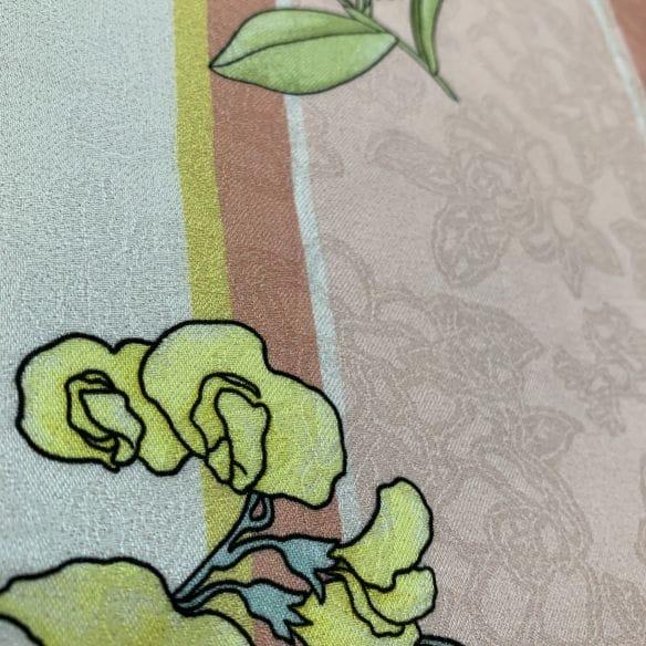 Sarja Estampado Floral Rosas Azul e Rosa Fundo Branco