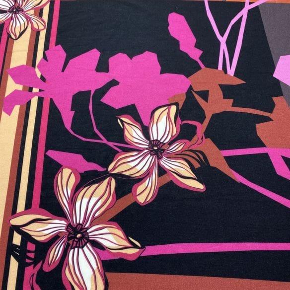 Viscose Estampada Floral Quadros • Luema Tecidos